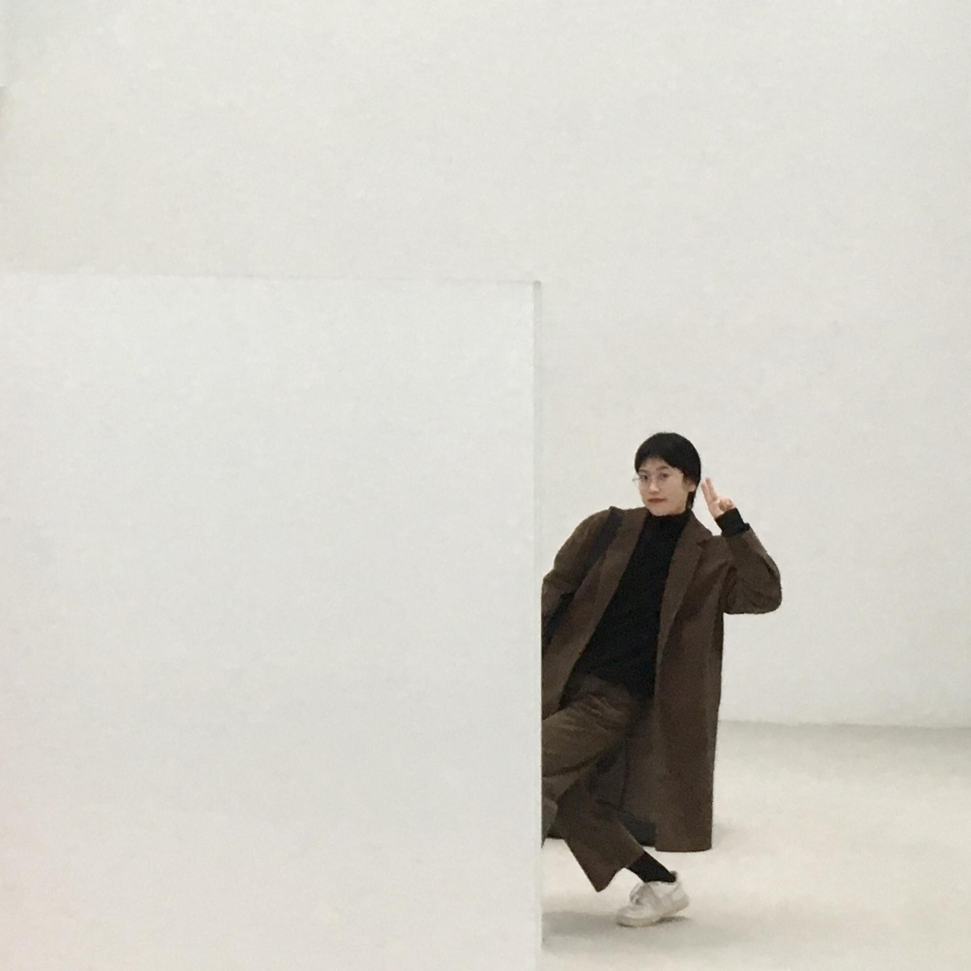 sam wang posing