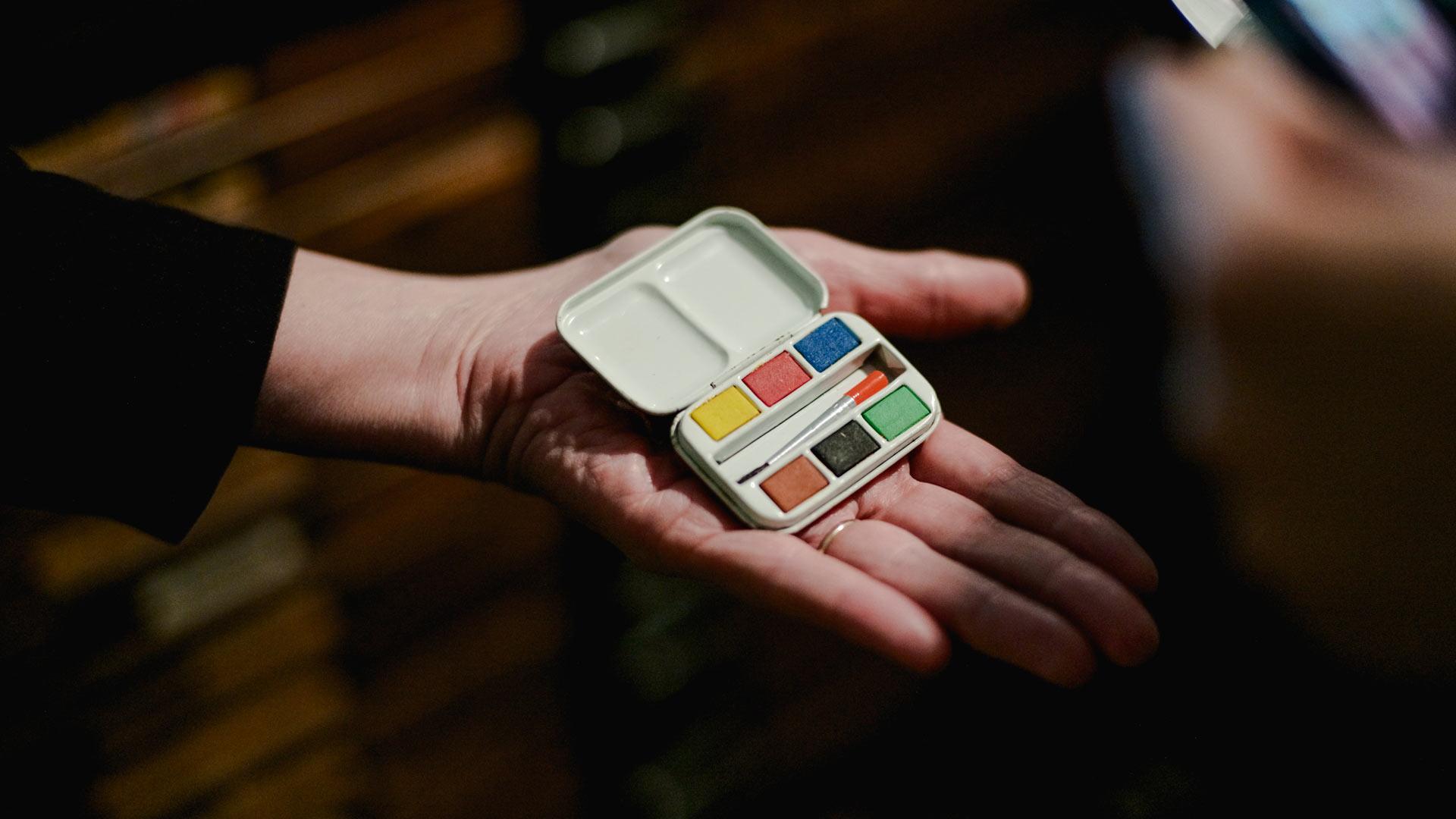 dorothy globus studio miniature water color paint kit