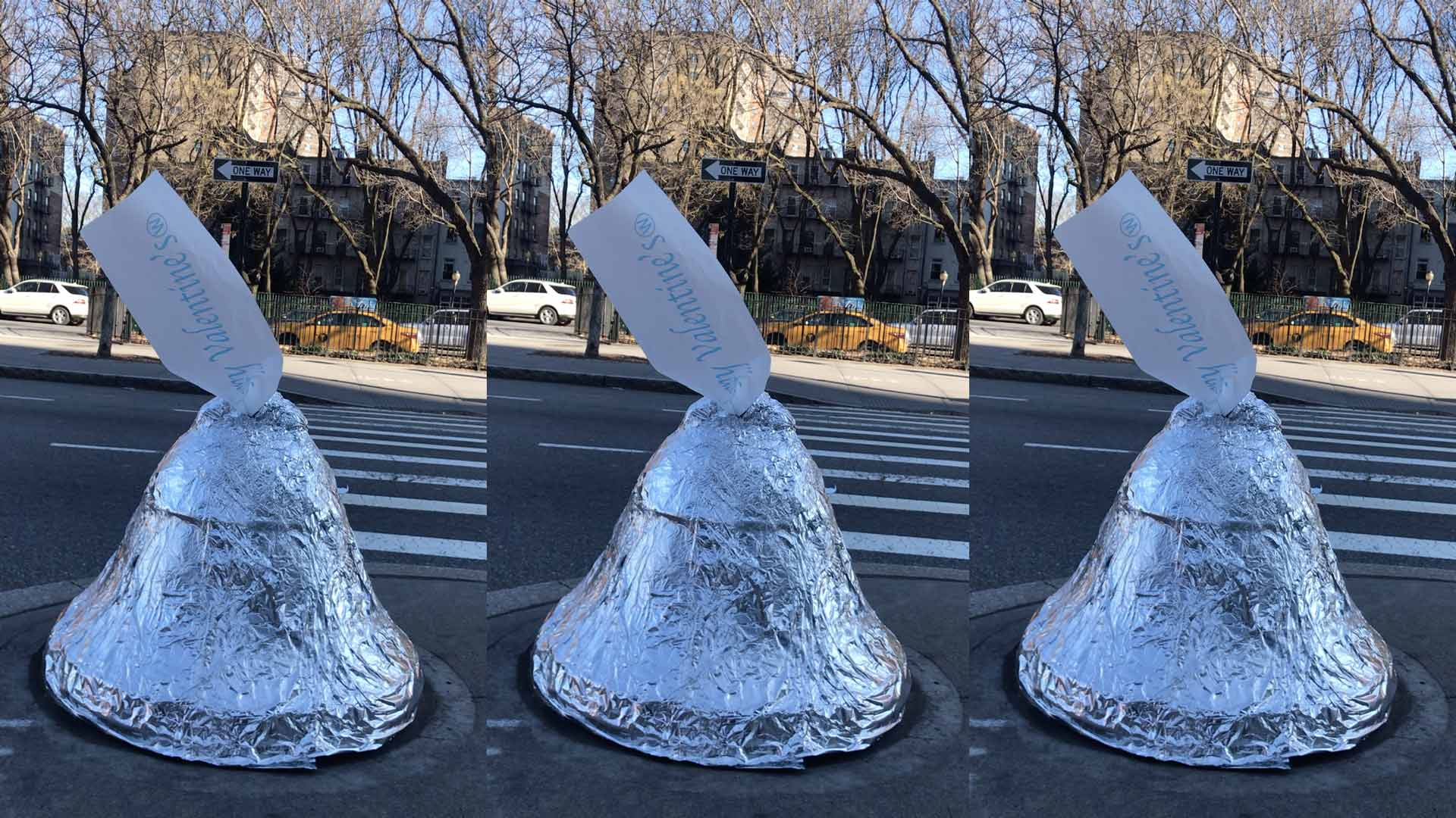 4 giant hersey kiss scultures